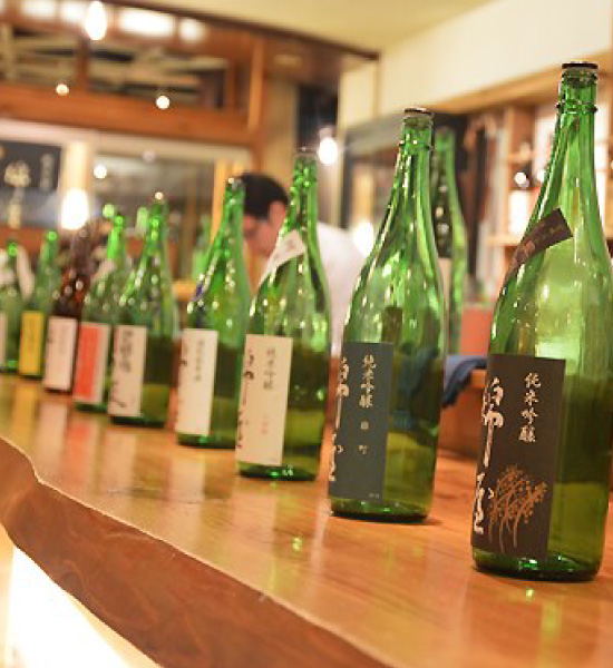 Go for a sake tasting with sake sommelier Ms. Kumi Hayasaka! Bus tour and sake paired lunch featuring sake from two breweries and produce from northern Miyagi Prefecture.