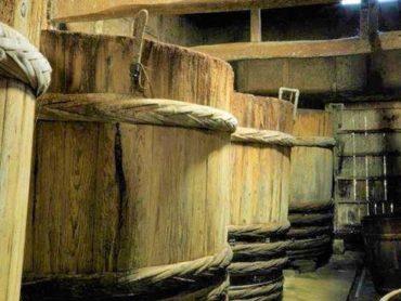 根田醤油店の醤油樽